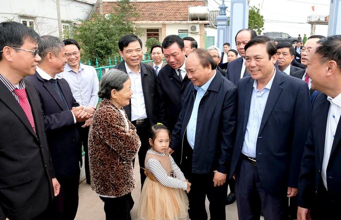 Thủ tướng: Không đi lễ hội giờ hành chính, không dùng xe công đi lễ hội - Ảnh 2.