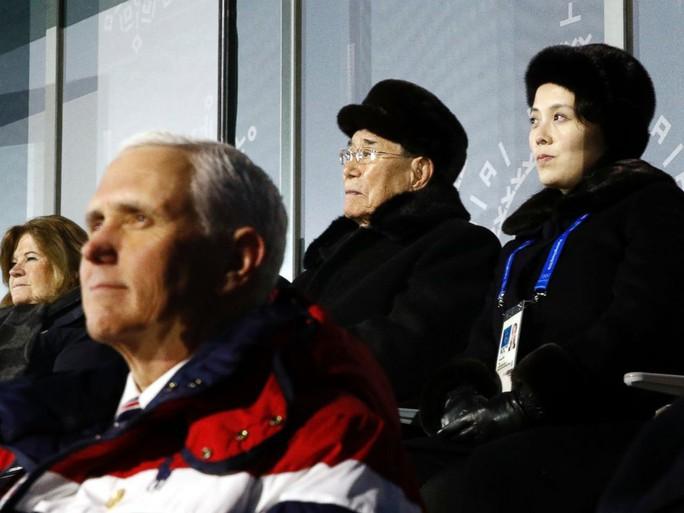 Công chúa Nhà Trắng và cựu trùm trinh sát Triều Tiên chạm mặt? - Ảnh 3.