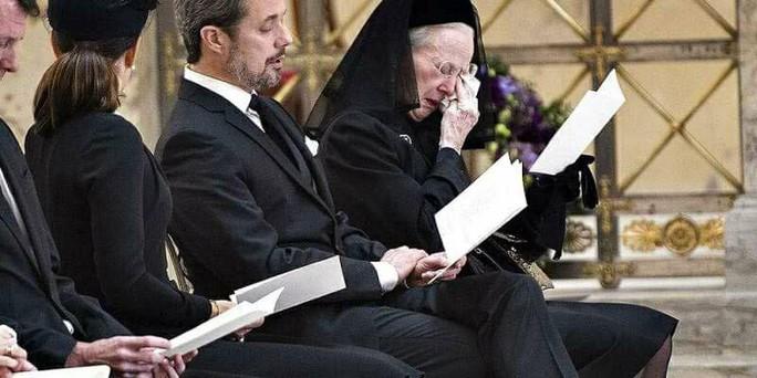 Lời trăng trối của chồng khiến Nữ hoàng Đan Mạch nghẹn ngào - Ảnh 1.