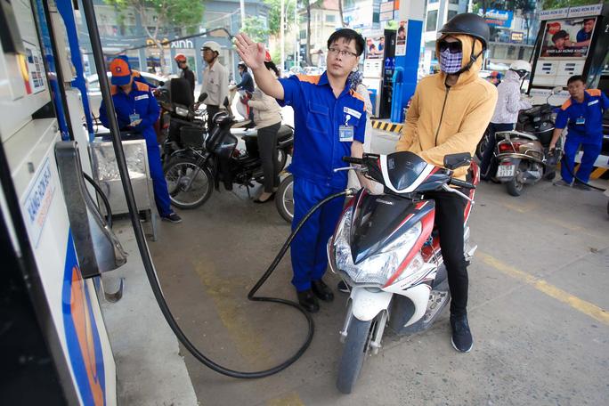 Tự quyết giá xăng dầu, doanh nghiệp thao túng giá? - Ảnh 1.