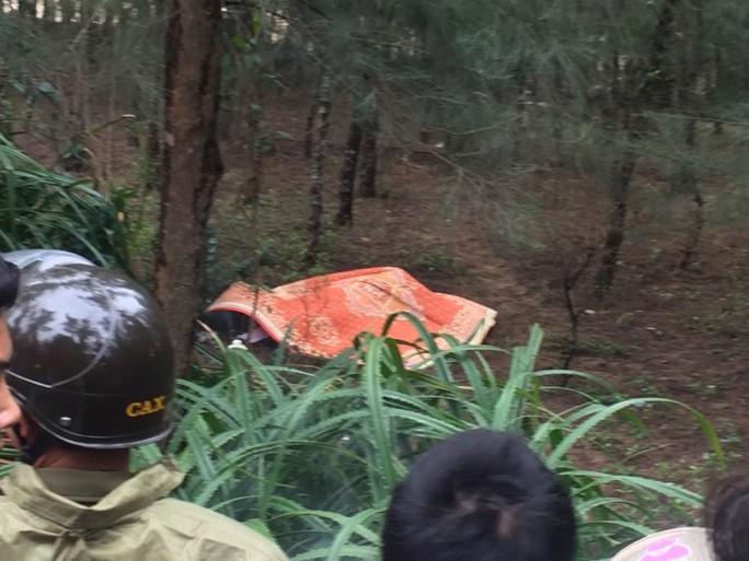 Người đàn ông Hàn Quốc tử vong bí ẩn ở rừng phi lao - Ảnh 1.