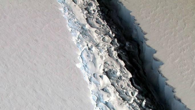 Băng nứt hé lộ thế giới chưa từng biết ở Nam Cực - Ảnh 1.