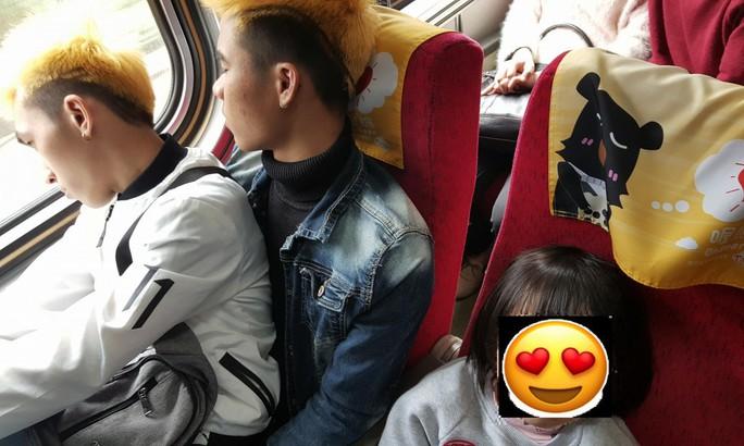 Hành động đẹp của hai thanh niên Việt đốn tim dân Đài Loan - Ảnh 1.