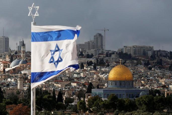 Mỹ dời đại sứ quán về Jerusalem sớm hơn dự kiến - Ảnh 1.