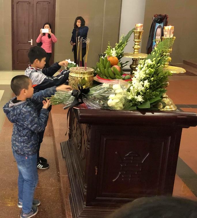 Nghẹn ngào tiễn biệt bé gái 7 tuổi hiến giác mạc sau khi qua đời - Ảnh 3.