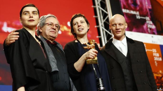 Phim có cảnh tình dục gây sốc thắng giải Gấu vàng - Ảnh 3.