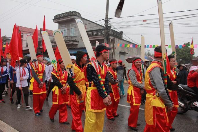 Độc đáo lễ hội cầu ngư - rước cá sủ vàng - Ảnh 3.