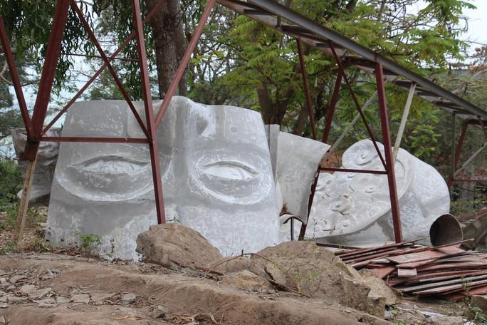 Lén lút xây tượng Bà Chúa Xứ Núi Sam thứ 2 trong đêm - Ảnh 2.