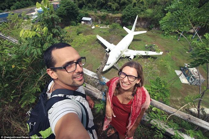 Chiếc máy bay bí ẩn hiện hình trên đảo Bali - Ảnh 4.