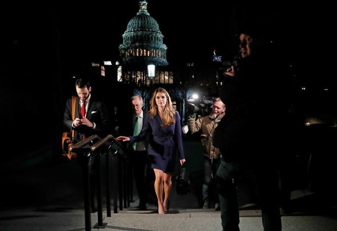 Ông Trump mất nữ phụ tá xinh đẹp - Ảnh 1.