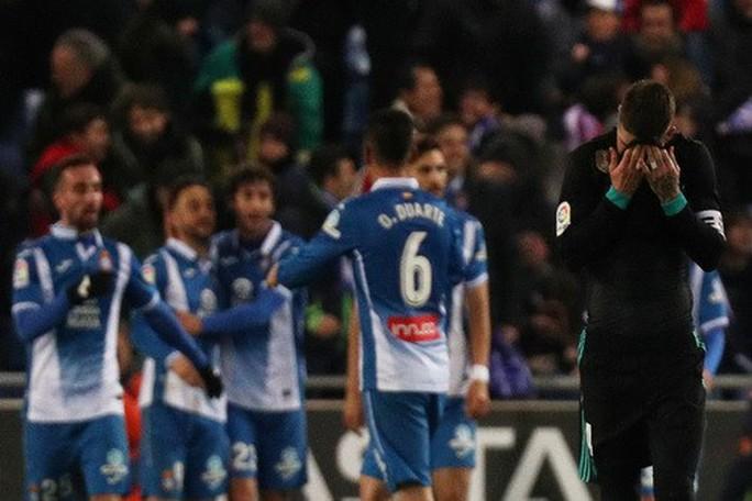 Gục ngã phút bù giờ, Real Madrid hết đường trở lại La Liga - Ảnh 5.
