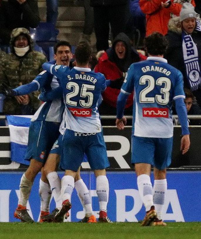 Gục ngã phút bù giờ, Real Madrid hết đường trở lại La Liga - Ảnh 4.