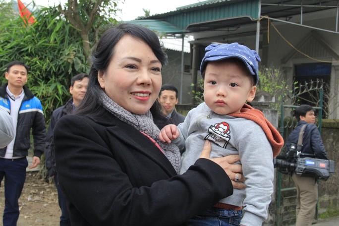 Con trai được thiếu uý ung thư nhường sự sống trong vòng tay Bộ trưởng Y tế - Ảnh 10.