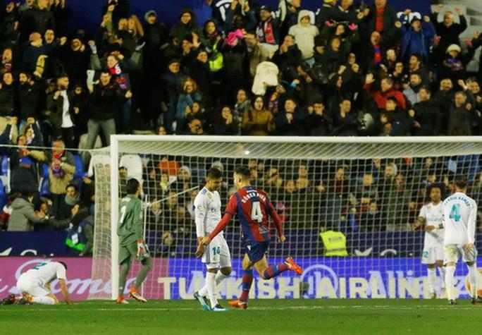 Rượt đuổi tỉ số điên rồ, Real Madrid vuột chiến thắng trước Levante - Ảnh 6.
