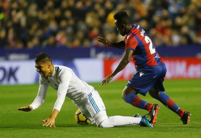 Rượt đuổi tỉ số điên rồ, Real Madrid vuột chiến thắng trước Levante - Ảnh 4.