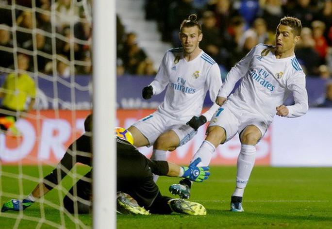 Rượt đuổi tỉ số điên rồ, Real Madrid vuột chiến thắng trước Levante - Ảnh 2.