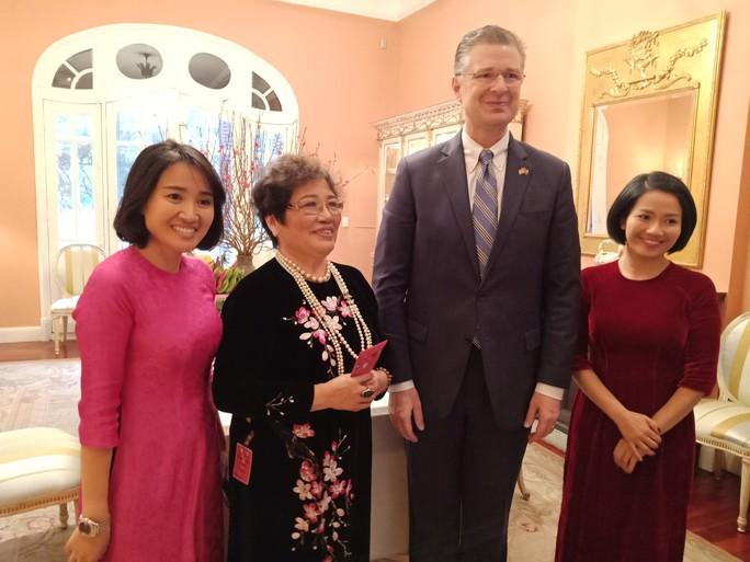 Video tân Đại sứ Mỹ thuần thục gói bánh chưng đón Tết - Ảnh 15.