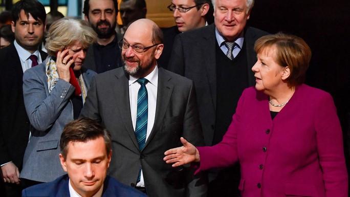 Bà Merkel nhượng bộ lớn, Đại liên minh Đức tái xuất - Ảnh 1.