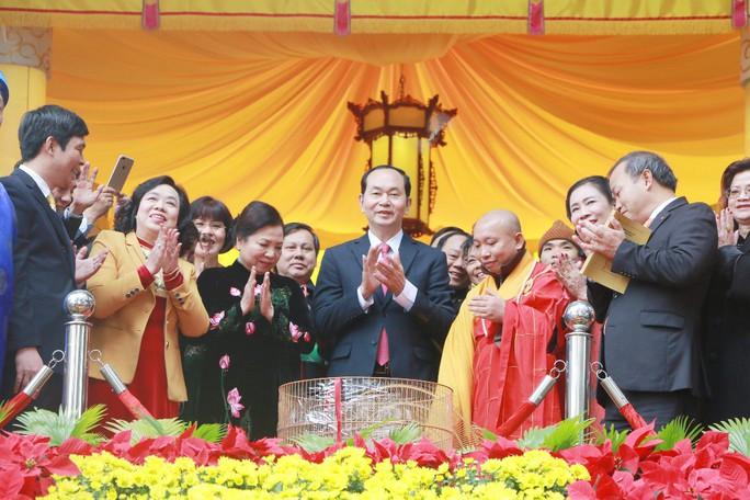 Chủ tịch nước dâng hương tại Điện Kính Thiên - Ảnh 6.