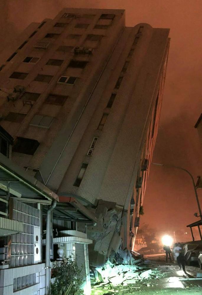 Động đất kinh hoàng ở Đài Loan, hơn 200 người thương vong - Ảnh 1.