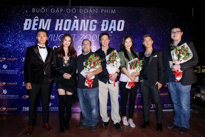 Trương Ngọc Ánh sexy ra mắt phim mới - Ảnh 1.