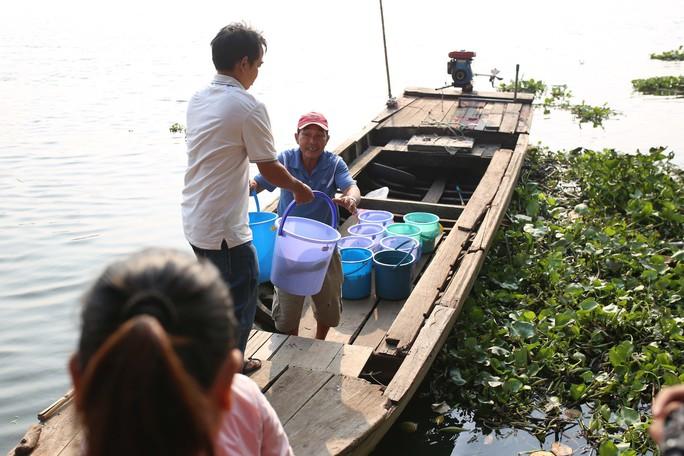 Cá chép đưa ông Táo bị xử đẹp khi vừa đến sông Sài Gòn - Ảnh 5.