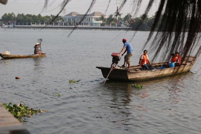 Cá chép đưa ông Táo bị xử đẹp khi vừa đến sông Sài Gòn - Ảnh 14.