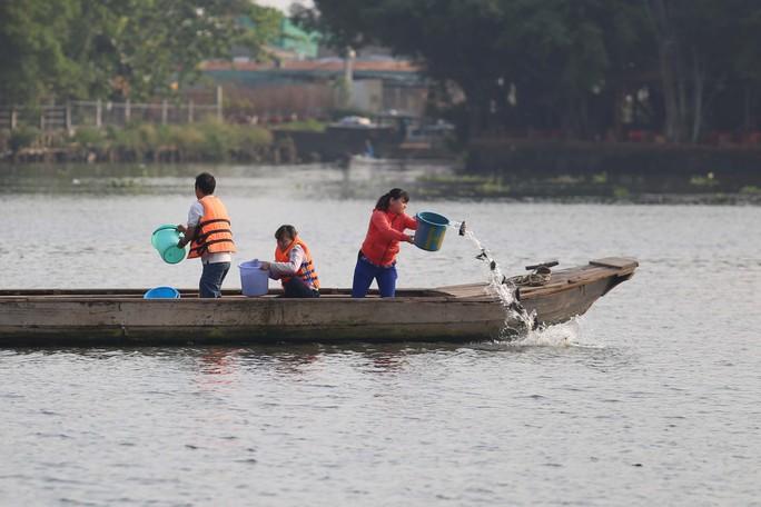 Cá chép đưa ông Táo bị xử đẹp khi vừa đến sông Sài Gòn - Ảnh 11.