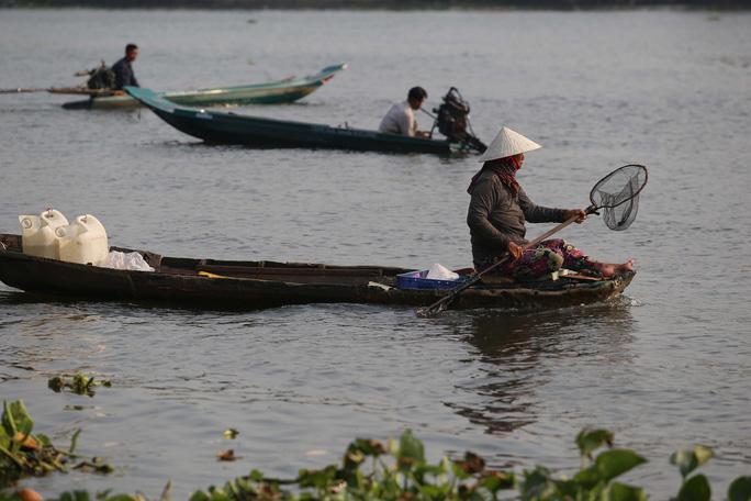 Cá chép đưa ông Táo bị xử đẹp khi vừa đến sông Sài Gòn - Ảnh 13.