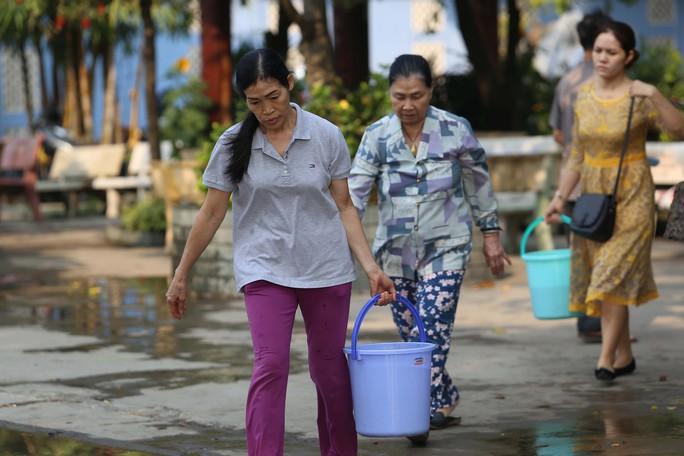 Cá chép đưa ông Táo bị xử đẹp khi vừa đến sông Sài Gòn - Ảnh 3.