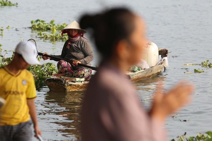 Cá chép đưa ông Táo bị xử đẹp khi vừa đến sông Sài Gòn - Ảnh 12.