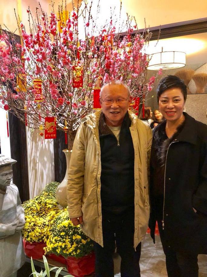 HLV Park Hang Seo ăn tối cùng sư phụ thứ 2 của Hoàng Xuân Vinh - Ảnh 3.