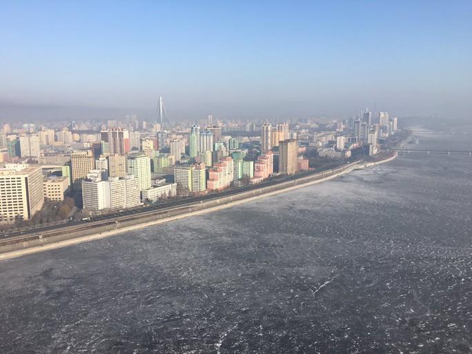 Triều Tiên sẵn sàng duyệt binh trong -11 độ C - Ảnh 1.