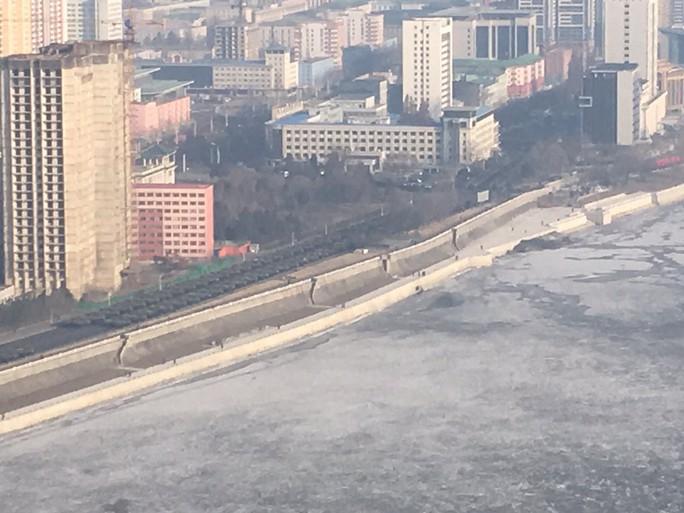 Triều Tiên sẵn sàng duyệt binh trong -11 độ C - Ảnh 3.