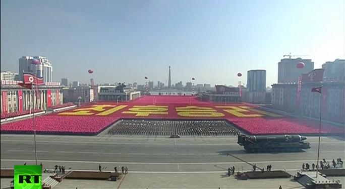Lạ lùng Triều Tiên lặng lẽ diễu binh - Ảnh 5.