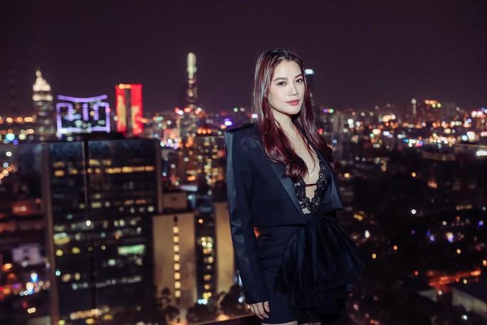 Trương Ngọc Ánh sexy ra mắt phim mới - Ảnh 6.