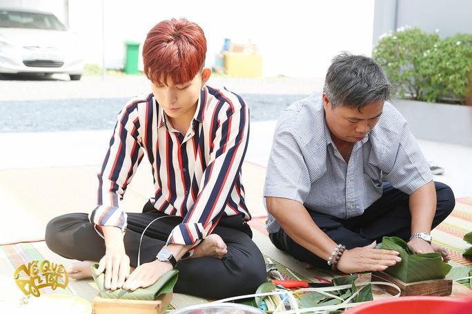 Ngô Thanh Vân, Jun Phạm nấu bánh chưng tặng người nghèo - Ảnh 2.