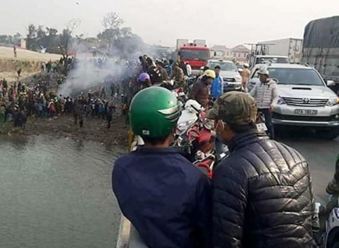 Cứu 3 mẹ con thả cá ngày 23, nam sinh viên chết đuối - Ảnh 1.