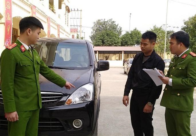 Tông chết người đi bộ ở Ninh Bình, lái ô tô bỏ trốn về Hà Tĩnh - Ảnh 1.