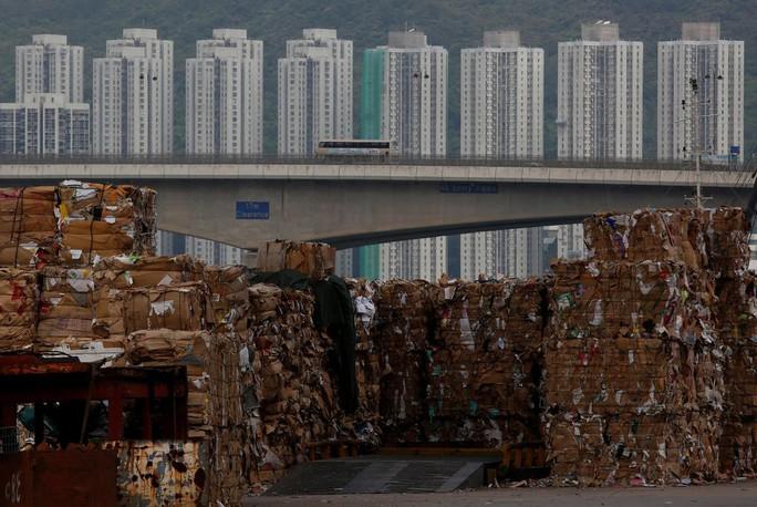 Hồng Kông vật lộn với rác - Ảnh 1.