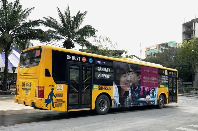 Hai tuyến xe buýt miễn phí ra vào sân bay Tân Sơn Nhất dịp Tết - Ảnh 1.