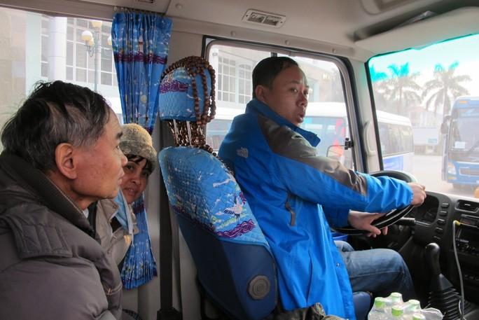 Bác sĩ tiễn bệnh nhân ung thư ra tận xe yêu thương về quê đón Tết - Ảnh 14.