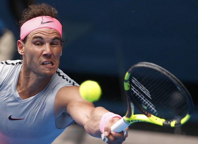 Nadal chính thức giành vé vào tứ kết, Djokovic và Federer vẫn bám đuổi - Ảnh 2.