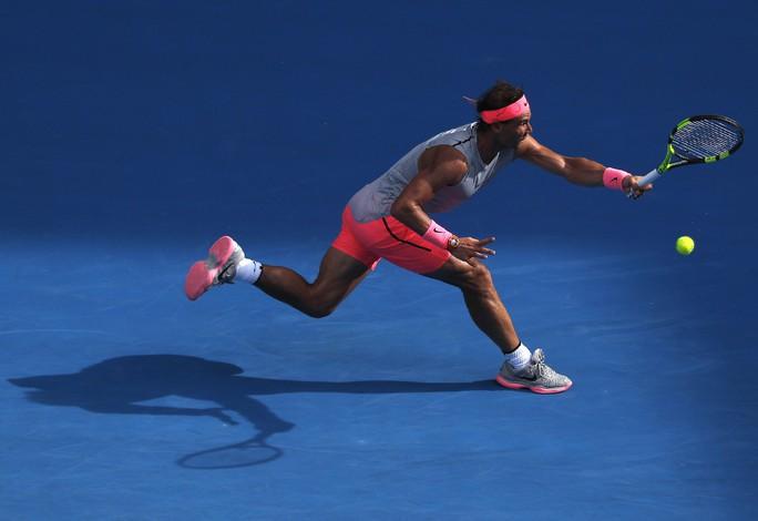 Nadal chính thức giành vé vào tứ kết, Djokovic và Federer vẫn bám đuổi - Ảnh 4.