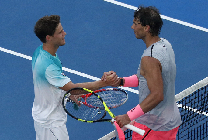 Nadal chính thức giành vé vào tứ kết, Djokovic và Federer vẫn bám đuổi - Ảnh 3.
