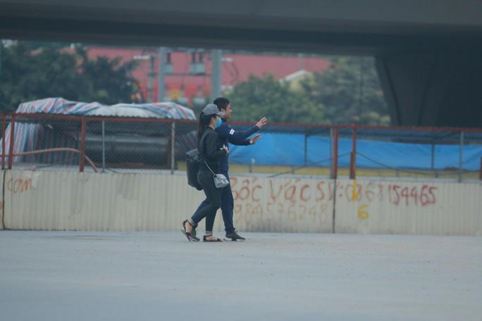 Ngày đầu người đi bộ sai luật có thể bị phạt tù đến 15 năm - Ảnh 8.