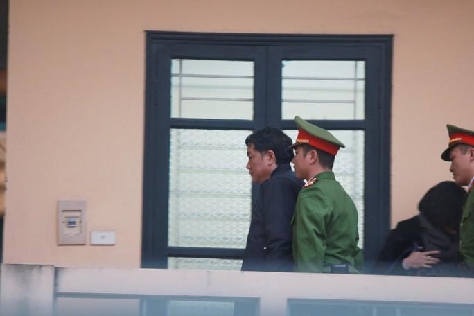 Ông Đinh La Thăng mong HĐXX xem xét trong bối cảnh 10 năm về trước - Ảnh 4.