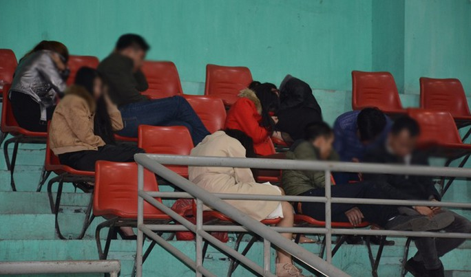 Đột kích quán karaoke, cảnh sát phát hiện 67 dân chơi đang thác loạn - Ảnh 1.