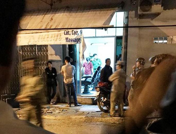 Người phụ nữ bị sát hại trong tiệm hớt tóc, massage - Ảnh 1.