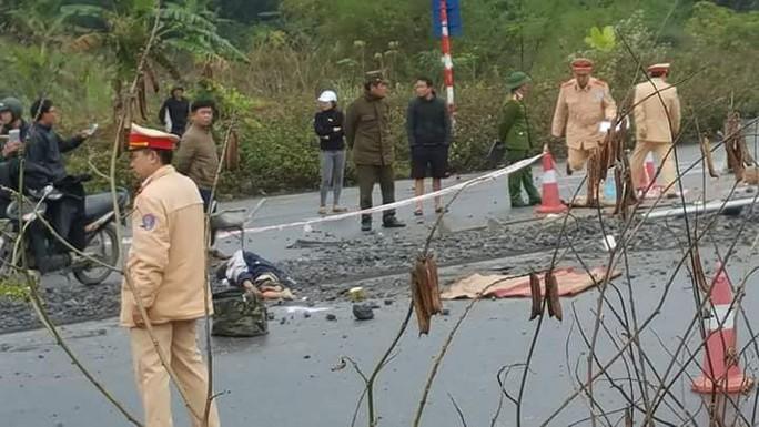 Ô tô tông 5 công nhân đang thi công trên đường tử vong - Ảnh 2.